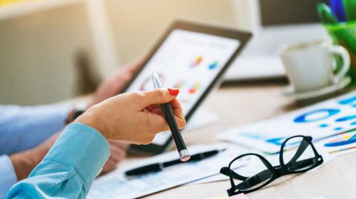 Acompañamiento personal o conjunto a zonas estratégicas de negocios, donde se plantea iniciar operaciones de diferente giro o giros similares relacionados con el negocio principal y del cual se requiera dar seguimiento a trámites.